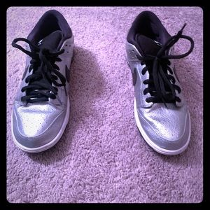 Low top silver dunks